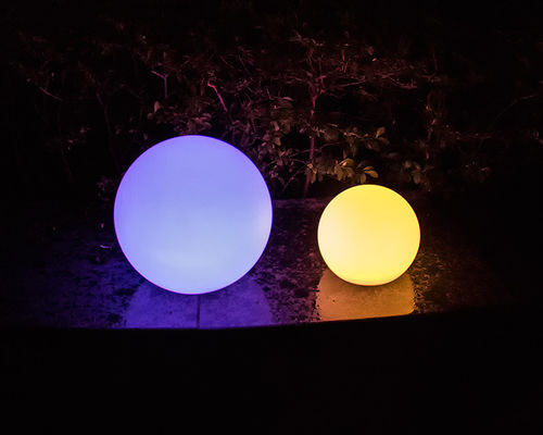 Cina Multi-Color Change Solar LED Ball IP68 Waterproof Dengan Remote Control pemasok