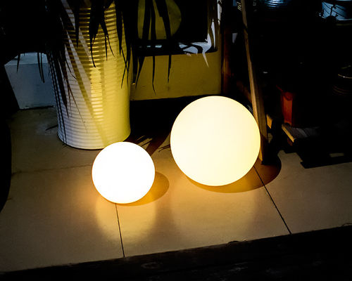 Cina PE Plastic Solar Pool Ball Lights / Outdoor Solar Ball Lights 4 Mode Flash pemasok