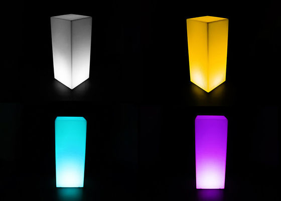 Bentuk Persegi LED Illuminated Cocktail Table PE Plastik Shell Dan 25 ° Spotlight