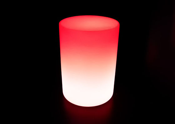 Plastik Putaran LED Cocktail Table Illuminated Bar Table Untuk Dekorasi Taman